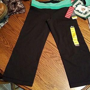 Kirkland NWT reversible cropped workout pants